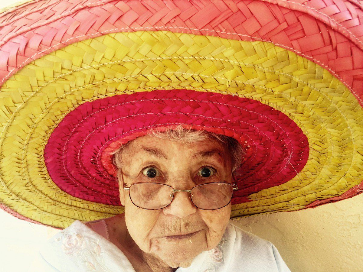 Señora Sombrero Mexicano